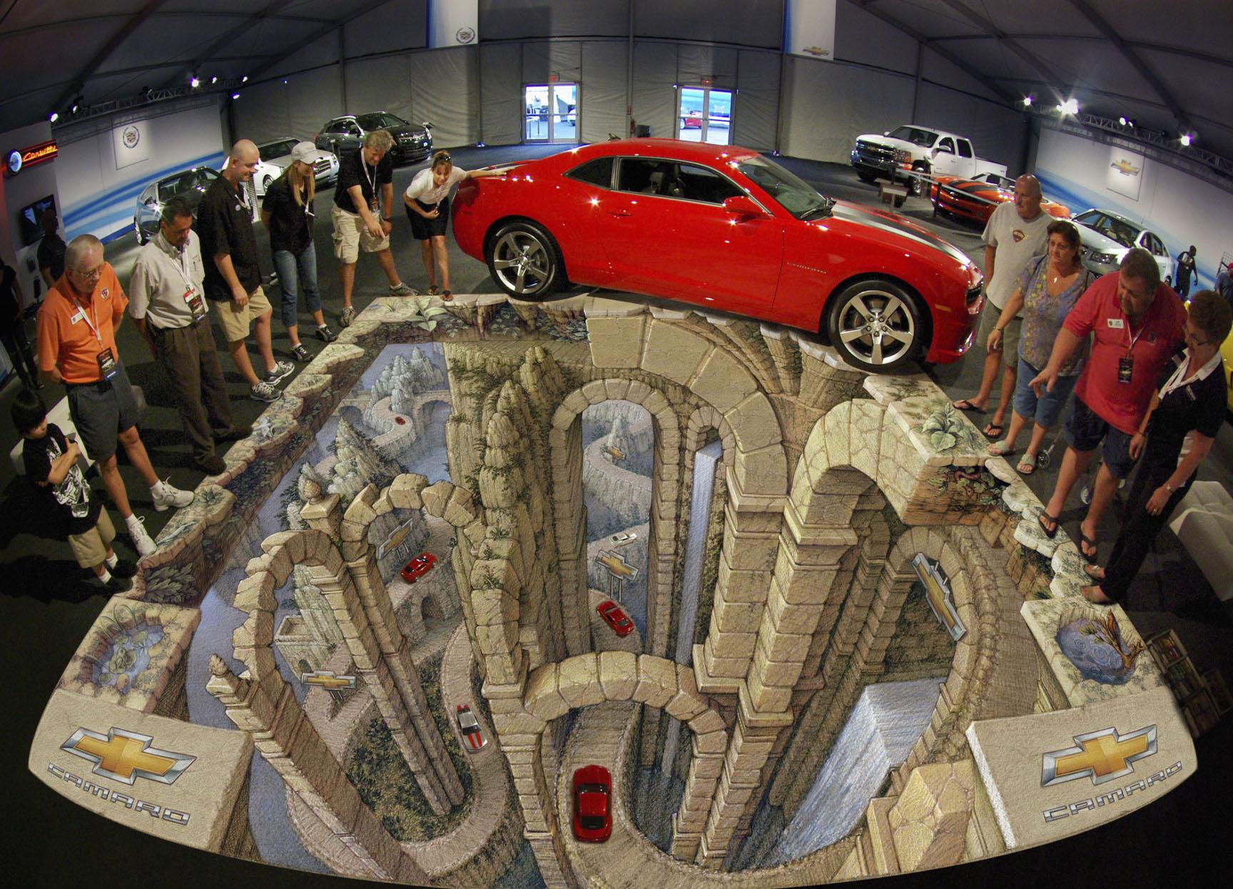 ilúzia vytvorená pomocou 3D obrázka namaľovaného priamo na zemi je priam dokonalá! Čo vy na to?